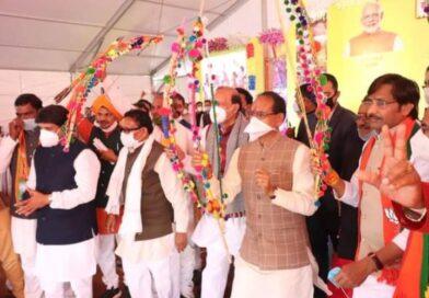 मुख्यमंत्री चौहान ने कहा- जनजातीय  क्षेत्रों में हम खोलेंगे कॉलेज,उच्च शिक्षा के लिए नहीं जाना पड़ेगा बाहर
