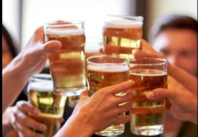 शराब के शौकीनों को सरकार का झटका, 4 बोतलों से ज्यादा रखने के लिए लेना होगा लाइसेंस