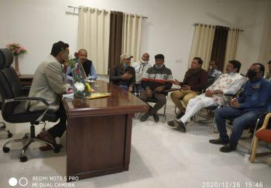 मध्यप्रदेश : केंद्रीय राज्यमंत्री फग्गन सिंह कुलस्ते के वाहन पर लाठी से हमला