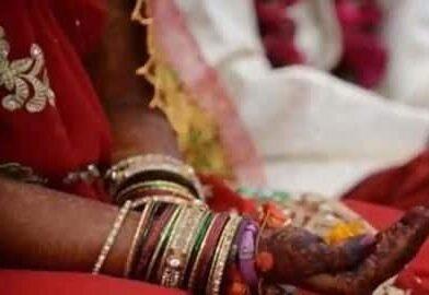 दूसरी शादी करने पर महिला को जाति की पंचायत ने सुनाई थूक चाटने की सजा, 1 लाख रुपए का जुर्माना भी