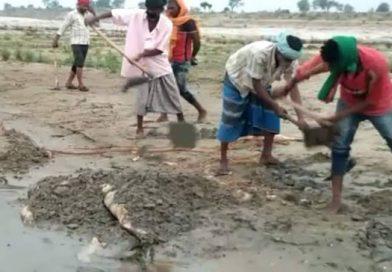 कोरोना इफेक्ट : गाजीपुर के बाद अब चंदौली में गंगा में उतराते मिले शव, प्रशासनिक अमला डिस्पोजल में जुटा