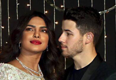 प्रिंयका के खूबसूरत अंदाज ने चुराया सभी का दिल, अवार्ड शो में पति निक के साथ नजर आई खास ड्रेस में