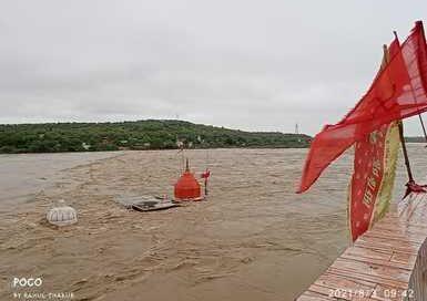 सिंध नदी उफान पर दिन भर बचाव में लगा रहा प्रशासन , रतनगढ़ माता मंदिर का बड़ा पुल तेज बहाव में टूटा, गिरे मकान, एक की मौत